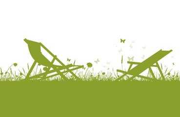 Grüner Liegestuhl auf Wiese