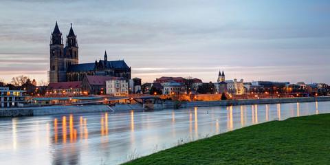 Magdeburger Dom in Abenddämmerung
