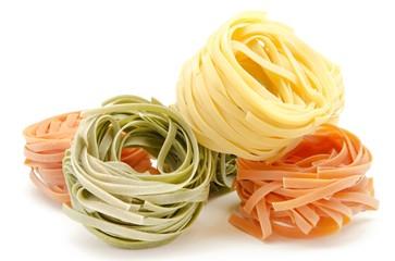 Nidos de pasta italiana al huevo