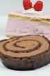 Schokoroulade und Himbeer-Sahne-Torte