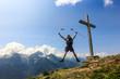 Salto in montagna, in vetta con croce