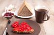 Frühstück mit Marmeladenbrot