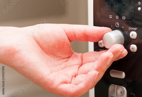 Setting a timer on the microwave oven