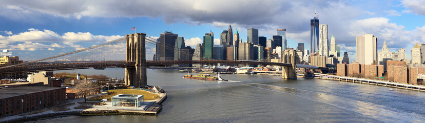 Manhattan panorama with  Brooklyn Bridge, New York City