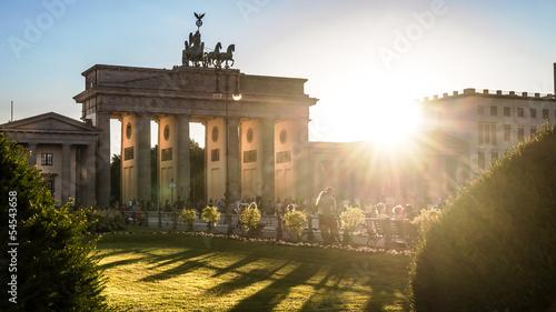 Leinwanddruck Bild brandenburger tor and sun