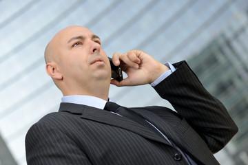 Uomo d'affari al telefono