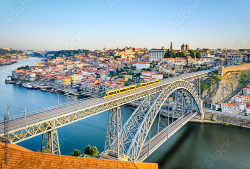 Papiers peints Con. Antique Porto with the Dom Luiz bridge, Portugal