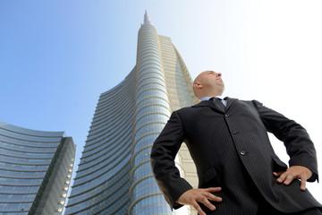 Manager sullo sfondo di grattacieli