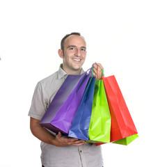 Hombre sonriente con bolsas de compra