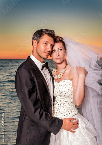 bride couple sunset