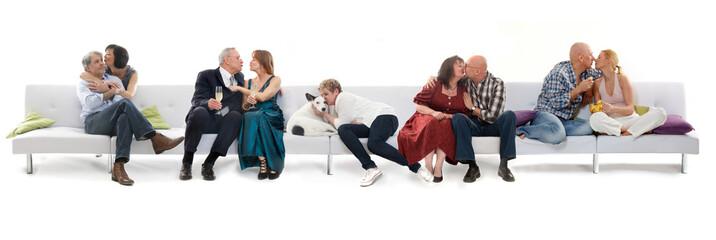 Paare verliebt auf der Couch