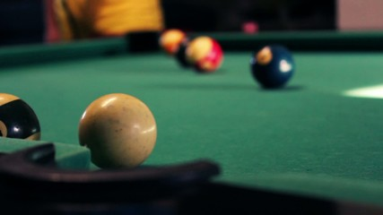 PROFESSINAL PLAYER OF BILLIARD_BALL N3 IN THE HOLE