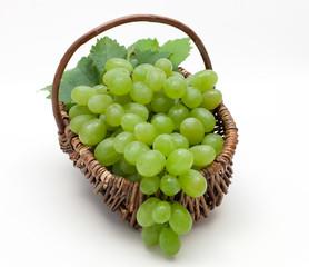 Weintrauben im Weidenkorb