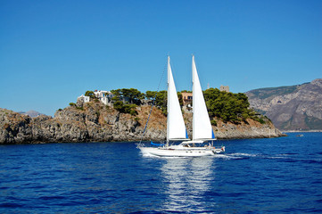 A sailing boat near the Gallos archipelago