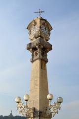 Torre del reloj de la bahía de La Concha. San Sebastian