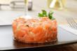 Tartare di salmone crudo con pinoli e sedano - 54592243