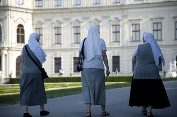 3 Nonnen im Park