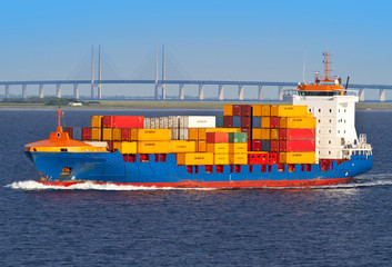 nave con container