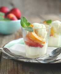 Vanilla ice cream with caramelized peaches
