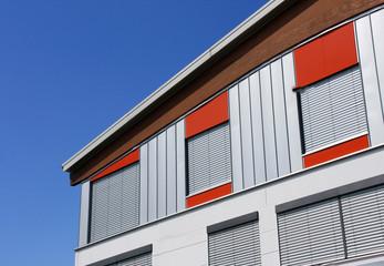 Fassade eines Geschäftsgebäudes