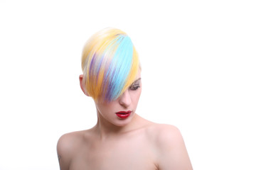 junge frau gefärbte haare