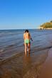 ragazza al mare