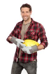 Junger lächelnder Bauarbeiter
