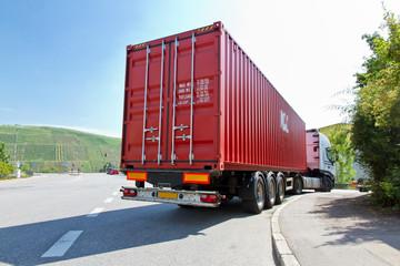 LKW mit Container - Logistik