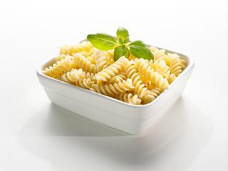 frische Fusilli Pasta mit Basilikum