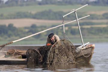 Fischer an der Reuse