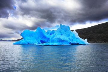 The harmony of the iceberg