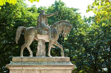 Statue d' Henri II place des Vosges à Paris