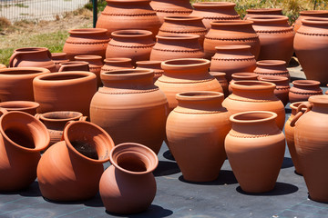 ceramic pots in market