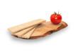 Помидор с хлебцами на деревянной д