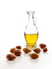 Arganöl und einige Argan Früchte