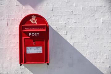 Roter dänischer Briefkasten
