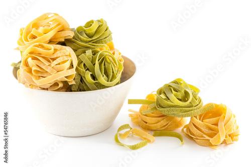 Papiers peints Cuisine Italian pasta fettuccine nest isolated on white background
