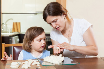 Mom and daughter mold dough figurines