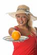 Blonde Frau mit Orange