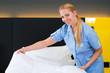 Dienstleistung im Hotel der Service bezieht  Bett