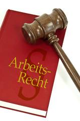 Richterhammer mit Buch Arbeitsrecht