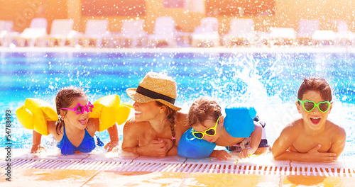 Leinwanddruck Bild Happy family in the pool