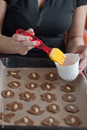 Glazing christmas cookies before backing with egg
