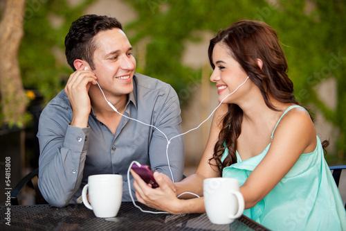 Słuchanie muzyki na randce