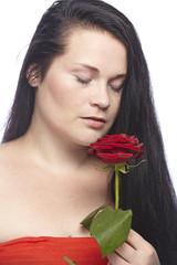 Frau mit roter Rose