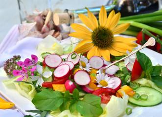 Liebevoll dekorierter Sommer-Salat :)