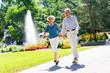 canvas print picture - Älteres Paar hüpft vor Freude