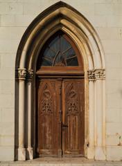 alte Tür, gotischer Torbogen