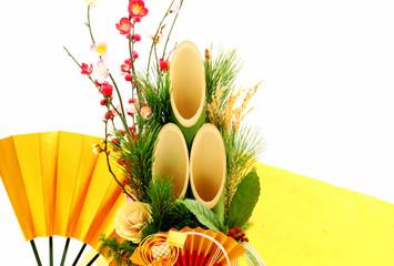 松竹梅の門松と金の扇|正月イメージ