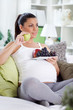 pregnancy eating fruits